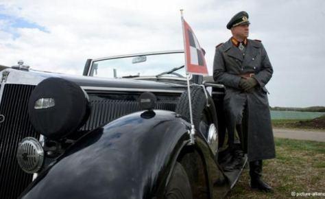 Ulrich Tukur no papel-titulo de 'Rommel'
