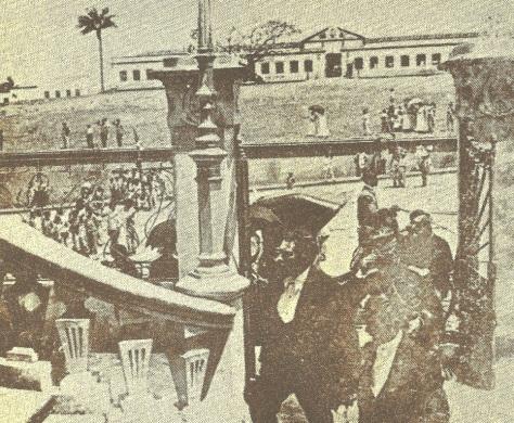 Alberto Maranhão tomando posse. Ao fundo, no alto da colina, o quartel das forças federais em Natal, no início do século XX