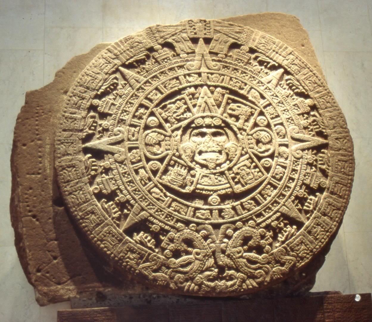 Fonte - http://1.bp.blogspot.com/-XsvfJ1fgEQo/TdcSgOJqxkI/AAAAAAAAAUE/DMi9ArFoSLA/s1600/calendario-maia1.jpg