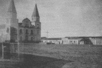 La ville de Uauá dans les années 1950, avec une vue de la Place Saint-Jean-Baptiste