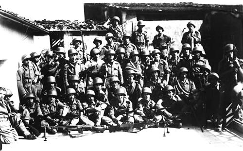 Pelotão-da-FEB-(Força-Expedicionária-Brasileira)-em-Camaiore,-na-Toscana-(Itália);-cidade-foi-a-primeira-a-ser-conquistada-pelos-brasileiros-em-1944
