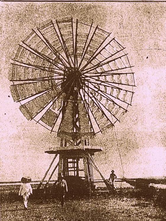 Tradicional catavento para extração de sal na década de 1920