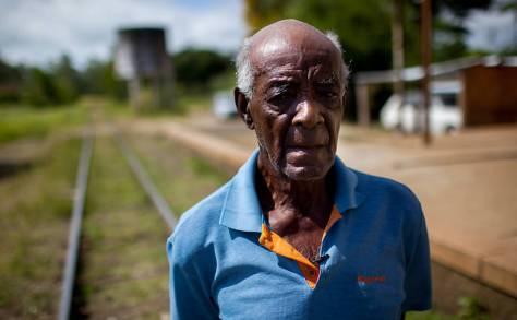 Aloysio Silva, 89, foi uma das crianças trazidas de um orfanato do Rio de Janeiro na decada de 30 para trabalhar na Fazenda Santa Albertina de propriedade de Oswaldo Rocha Miranda; ele afirma ter sido submetido a normas e costumes escravagistas - Carlos Cecconello/Folhapress
