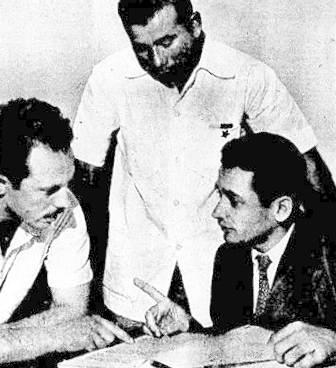 Aqui vemos Luís, Adão e o jornalista Hélio Fernandes