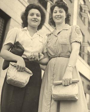Frankie McCoy e Shirley Hatfield, que trabalharam juntas durante a Segunda Guerra Mundial