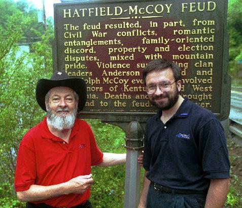 Descendentes das famílias Hatfield McCoy no marco histórico sobre a luta
