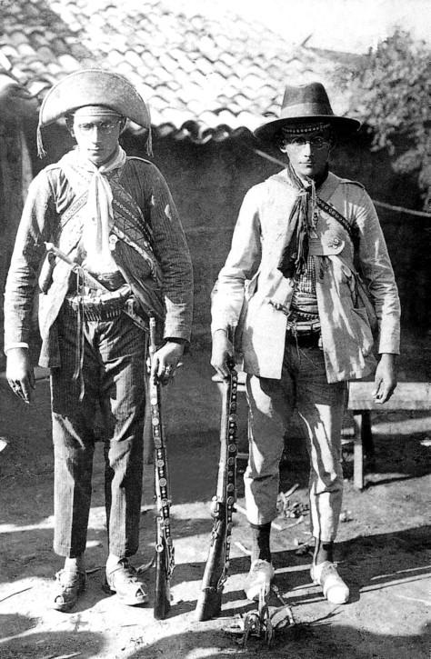Lampião e seu irmão Antônio em Juazeiro, Ceará
