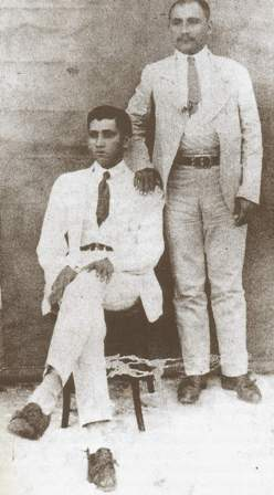 Sinhô Pereira (sentado) e seu primo Luiz Padre, dois grandes cangaceiros