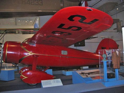 O Lockheed Vega 5B exposto no National Air and Space Museum (NASM), também conhecido como Smithsonian Institution, em Washington.