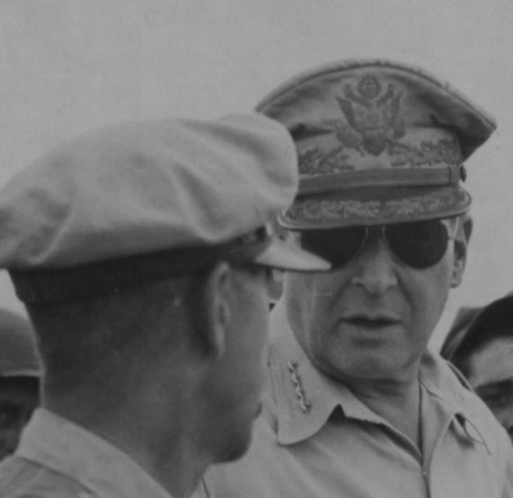O general Douglas MacArthur