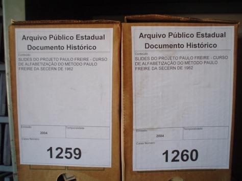Caixas onde estão (?) guardados estes slides no arquivo.