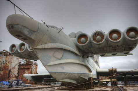 Um ekranoplano na cidade de Makhachkala, no Daguestão, na Federação Russa.