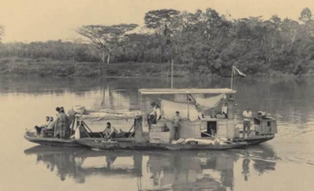 Barco utilizado em uma das expedições - Fonte - http://penn.museum/documents/publications/expedition/PDFs/51-3/from%20the%20archives.pdf