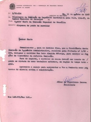 Uma das páginas do relatório recuperadas no Museu do Índio, assinada por Jader de Figueiredo Correia (Foto: Museu do Índio)