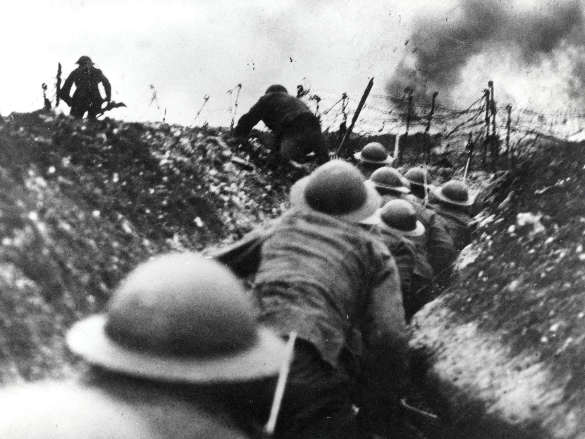 Trincheira britânica em pleno momento do combate