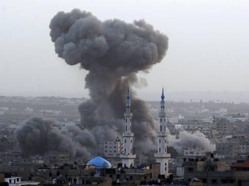 Bombardeio israelense em Gaza, em novembro de 2012 - Fonte - http://www.sbs.com.au/