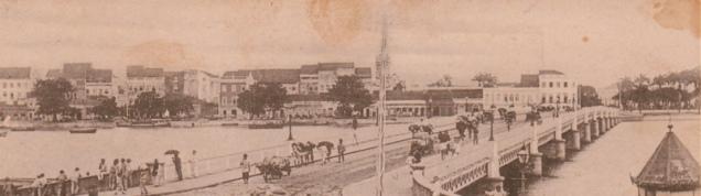 Ponte Buarque de Macedo, sobre o Rio Capibaribe, no centro do Recife. Liga os bairros do Recife e Santo Antônio, tendo sido inicialmente construída em madeira no ano de 1845.