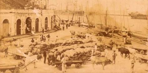 Carregamento de açúcar no porto do Recife.