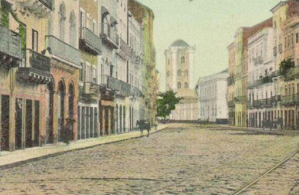 Uma rua no centro de Recife, em um tempo onde carro não existia.