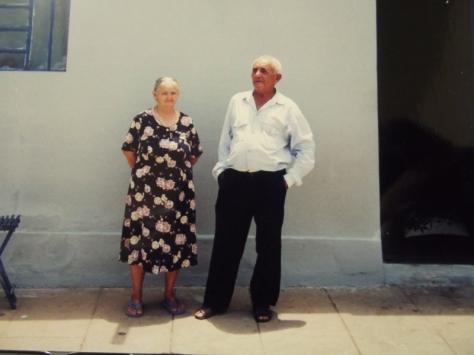 Manoel Dantas Loiola, o Seu Né, o antigo cangaceiro Candeeiro e sua esposa, na tranquilidade do seu lar