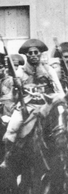 Sabino fotografado montado em 1927, na cidade cearense de Limoeiro do Norte,  logo após o fracassado ataque a Mossoró.