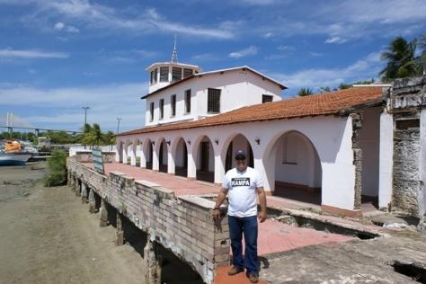 O autor deste artigo no prédio histórico da Rampa em 2009 - Foto - Leonardo Dantas