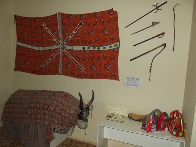 Material do Boi de Reis de Manoel Birico. Hoje esta manifestação folclórica não é mais executada em Cuitá, mas vale pela preservação dos materiais utilizados