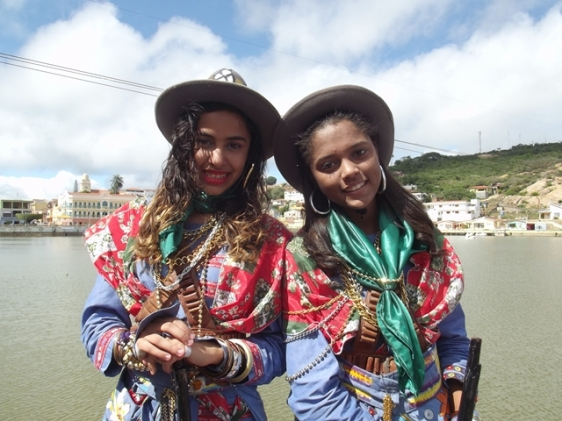 As cangaceiras do grupo folclórico de xaxado de Triunfo