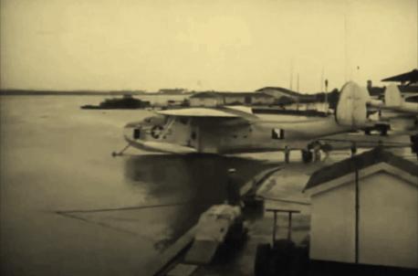 Um hidroavião Martin PBM Mariner sendo baixado para o Rio Potengi pela rampa existente na Naval Air Statin Natal (NAS Natal), hoje conhecida como Ramoa