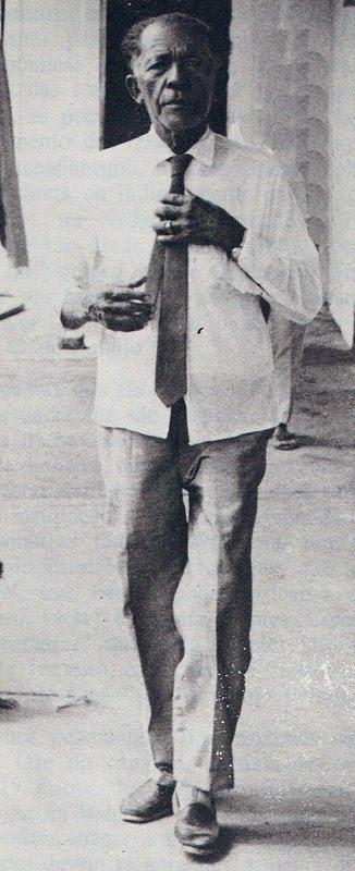 """O aposentado coronel Higino José Belarmino,  em foto de Josenildo Tenório, de 1973.  Reprodução feita a partir da página 50 do livro """"Lampião, o cangaceiro e o outro"""", de Fernando Portela e Claudio Bojunga, edição 1982."""