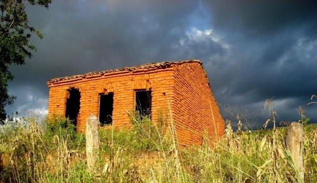 Casa antiga da região de Santa Cruz da Baixa Verde.