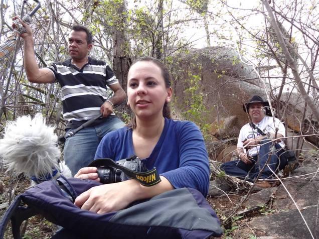 No alto da serra, junto com nosso animal de estimação, o pequinês que a tudo escutava. Era um microfone na mão do Fred, outro grande companheiro de viagem.