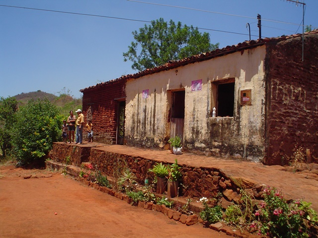 Casa do sítio Tataíra, onde ocorreu o feroz tiroteio. Na época a casa tinha uma divisão.