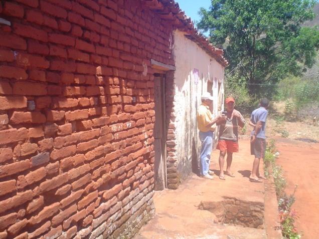 Lateral da casa do sítio Tataíra