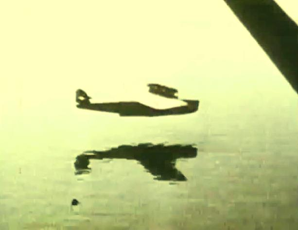 O DO X realizando um voo próximo a água