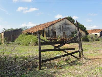 Estado atual da Casa Grande da Fazenda Jacu, Nazarezinho, Paraíba - Fonte - http://nazarezinho.informecapital.com.br