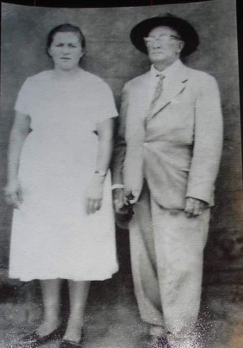 """Manoel Lopes Diniz, o conhecido """"Ronco Grosso"""" e sua esposa. Foto provavelmente da década de 1950 - Foto - Aldo Lopes"""