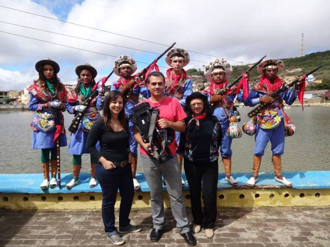 Aqui a Carina, Osvaldo estão juntos ao grupo de Xaxado de Triunfo e a nossa amiga Diana, grande batalhadora pela cultura de sua região.