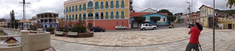 Na bela cidade serrana de Triunfo. O grande prédio antigo na foto é o cine teatro Guarany, cujo administrador é nosso amigo André Vasconcelos