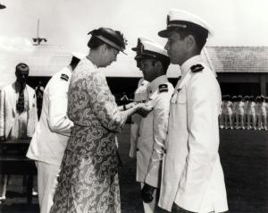 Eleanor Roosevelt condecorando oficiais da US Navy em Parnamirim