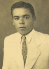 Este personagem da foto é o Sr. José Augustinho de  Oliveira, que trabalhava em Parnamirim Field junto aos americanos