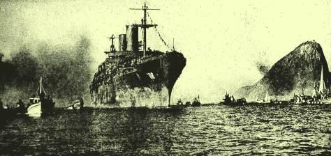 O navio USS General M.C. Meigs (AP-116) chegando ao Rio de Janeiro com os pracinhas