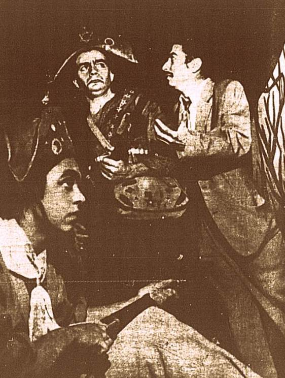 Esta cena da peça remete a prisão de dois representantes comerciais no interior de Pernambuco. Fato que ocorreu em 1926, quando o bando de Lampião prendeu dois representantes, de duas grandes empresas, com sede em Recife. Esta prisão culminou indiretamente com o combate da Serra Grande, na zona rural de Serra Talhada, o maior combate da história do cangaço