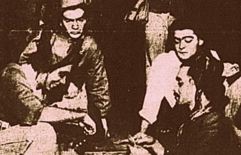 Grupo de cangaceiros jogando cartas, uma atividade bem comum nos momentos de descanso.