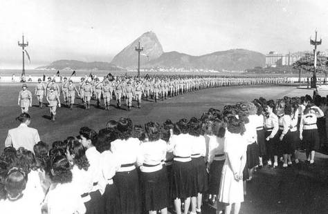 Ainda o desfile da vitória no Rio - Fonte - http://rvchudo.blogspot.com.br/2013/05/8-de-maio-dia-da-vitoria-jamais-iremos.html