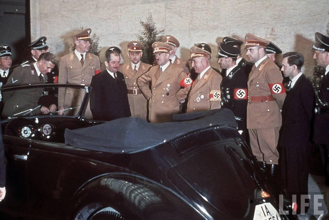 Hitler conhecendo os primeiros protótipos - Fonte - Time/Life