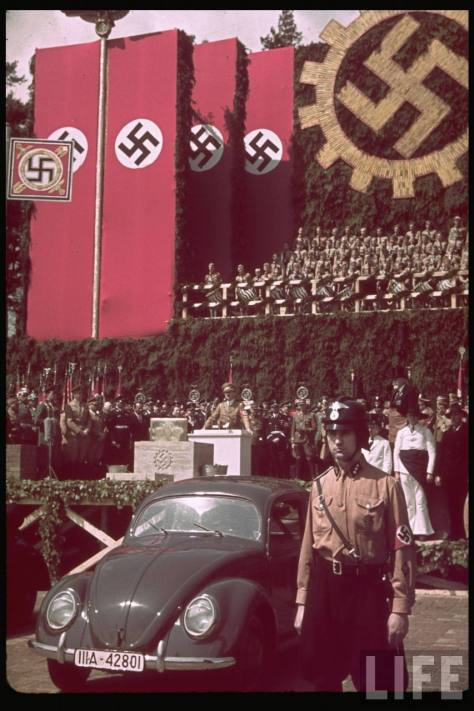 """Festa Nazista e o """"Carro do Povo"""" - Fonte - Tima/Life"""