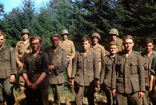 Prisioneiros alemães capturados por tropas norte americanas, em junho de 1944