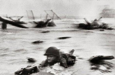 Capa fotografou o desembarque nas praias francesas da Normandia, no dia 6 de junho de 1944