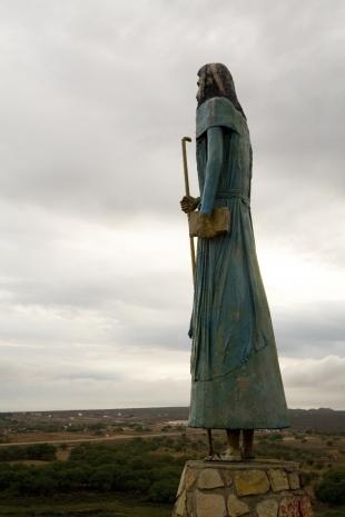 Vista do mirante de Canudos, a estátua de Antônio Conselheiro, no Parque Estadual de Canudos, na Bahia LUCIANO ANDRADE/AE